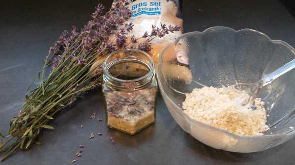 Lavendelgewürzsalz aus französischem grobem Meersalz Kochen aus Liebe
