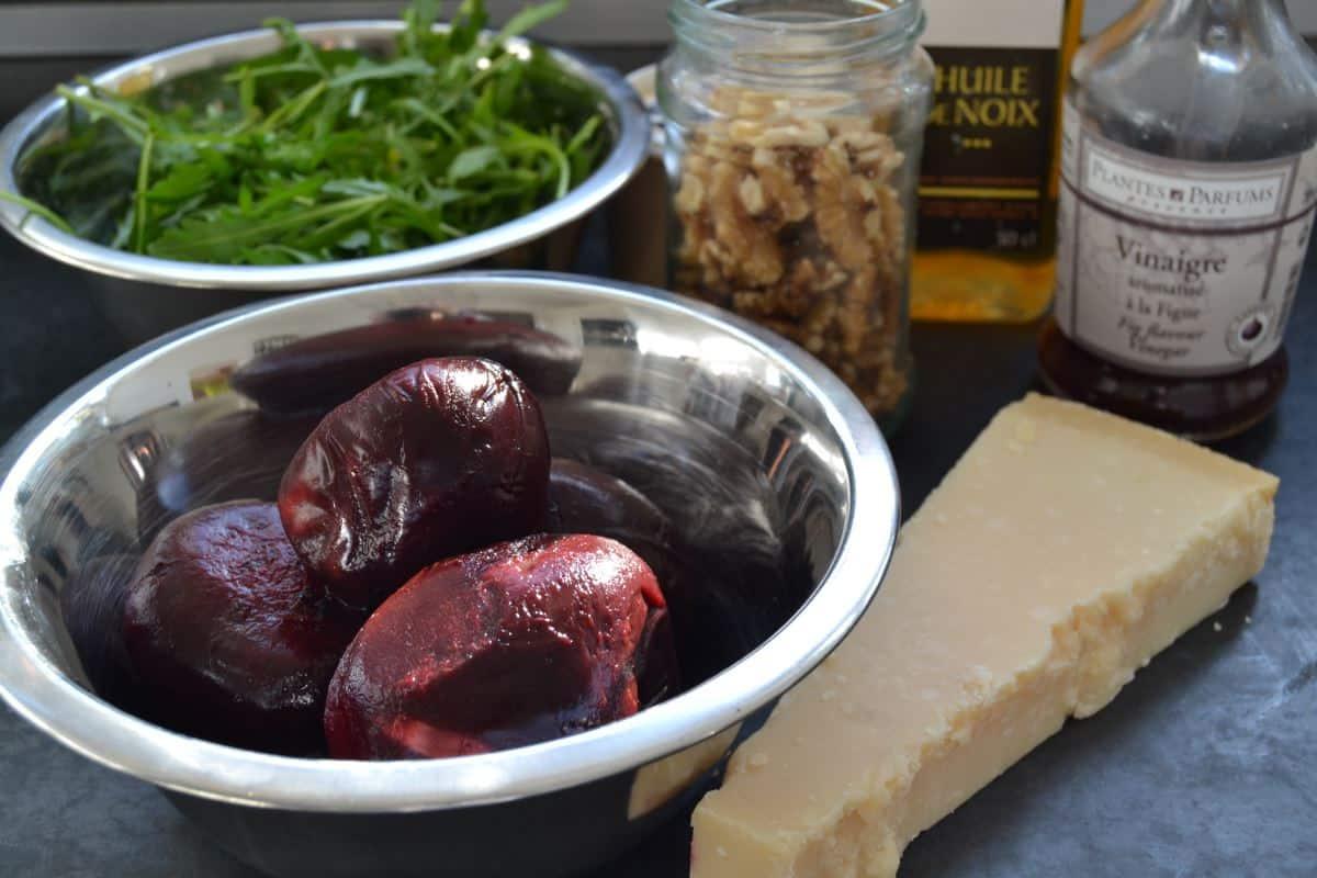 rote Bete , Parmesan , Rucola , Feigenessig und Walnüsse