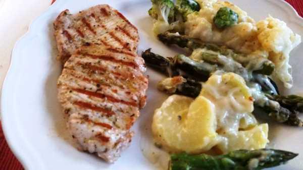 Blumenkohl - Broccoli und grüner Spargel Auflauf mit Käse