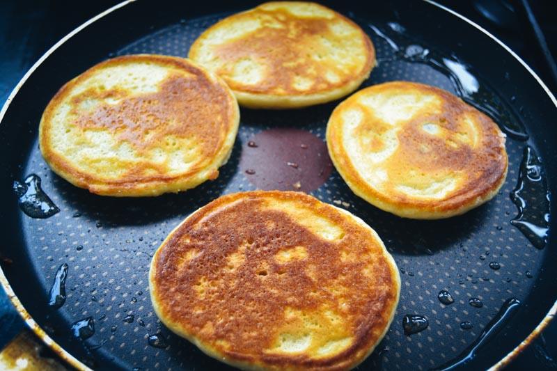 Bananen Pancakes braten
