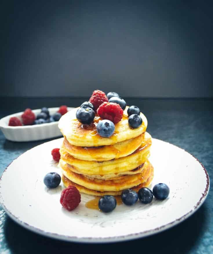Blaubeer Pancakes mit frischen Früchten Rezept Bananen Pancakes