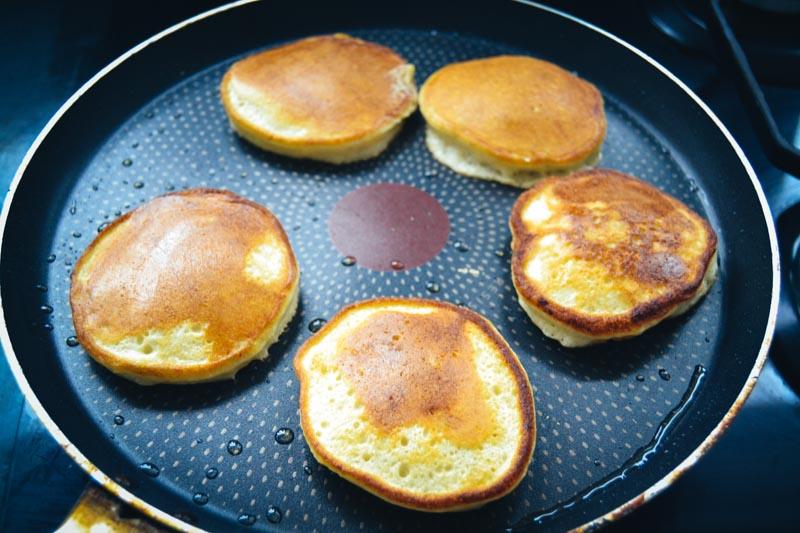 Blaubeer Pancake braten