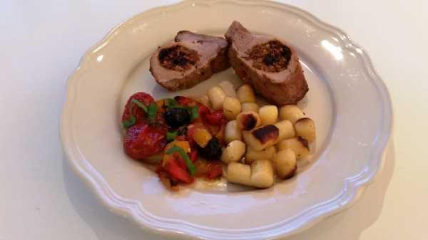 Schweinefilet gefüllt mit Tomaten tapenade und Schafskäse