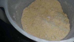Quiche Teig mit Mehl und Butter