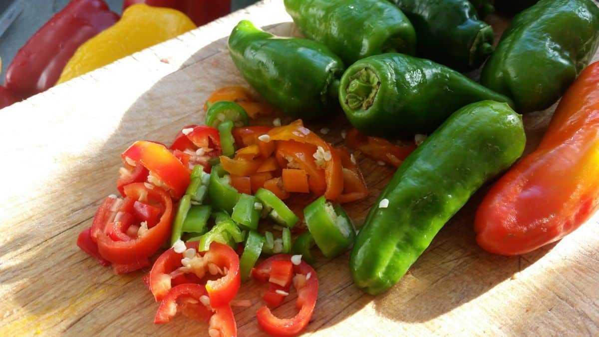 Chilischoten geschnitten
