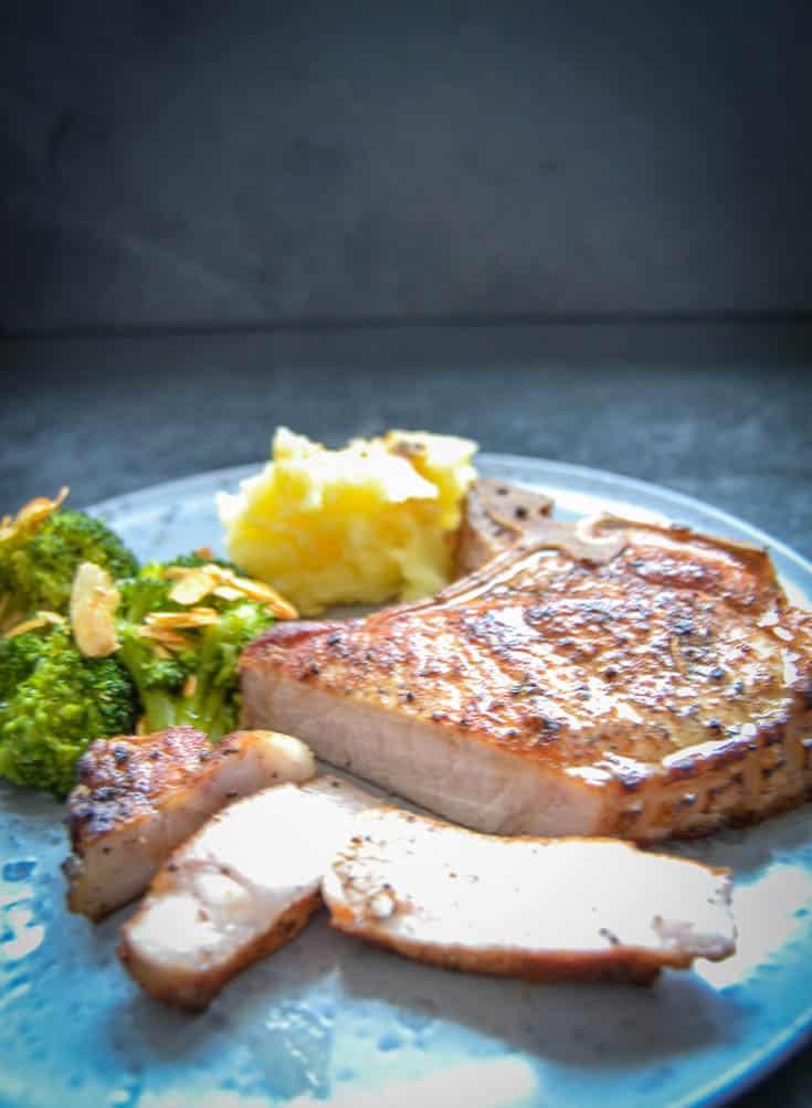 Kotelett braten Dry Aged Pork im Ofen gegart