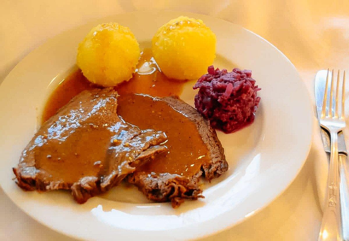 Sauerbraten einlegen Omas Rezept westfälische Art