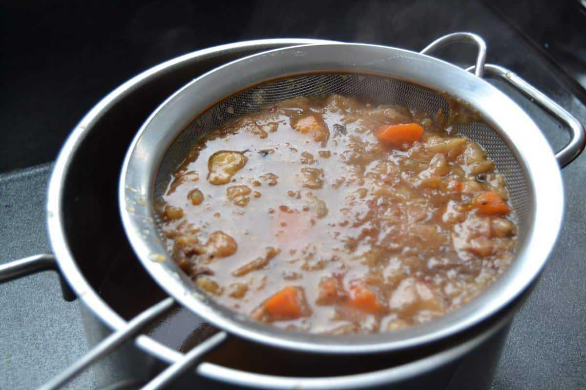 Sauerbraten Soße sieben