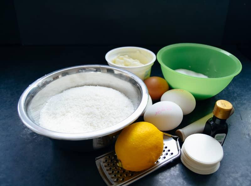 Kokosflocken, Eier, Zitrone, Zucker und Oblaten