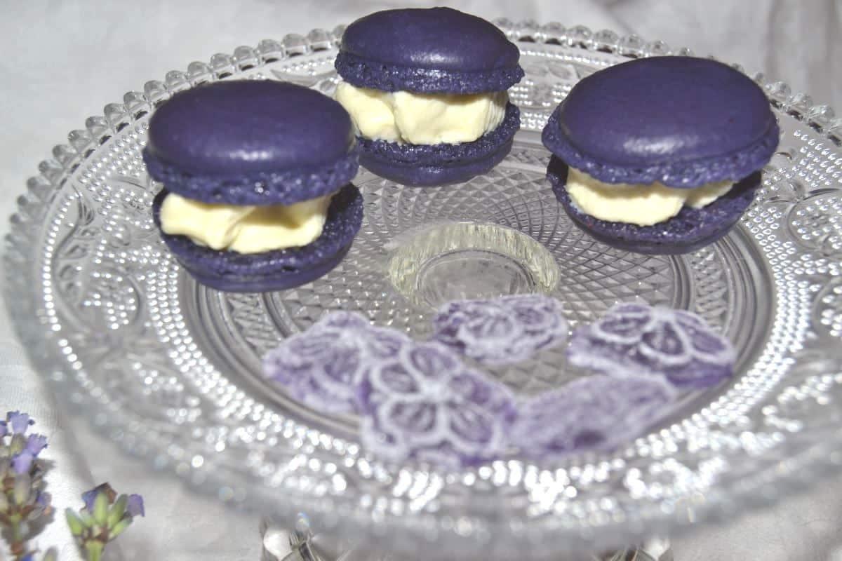 Lila Macarons mit weißer Schokoladen Ganache
