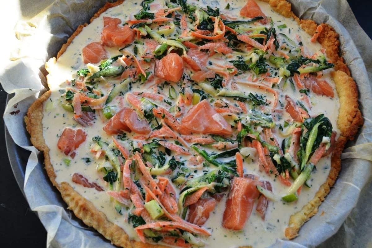 Quiche mit Lachs , Möhren und Zucchini