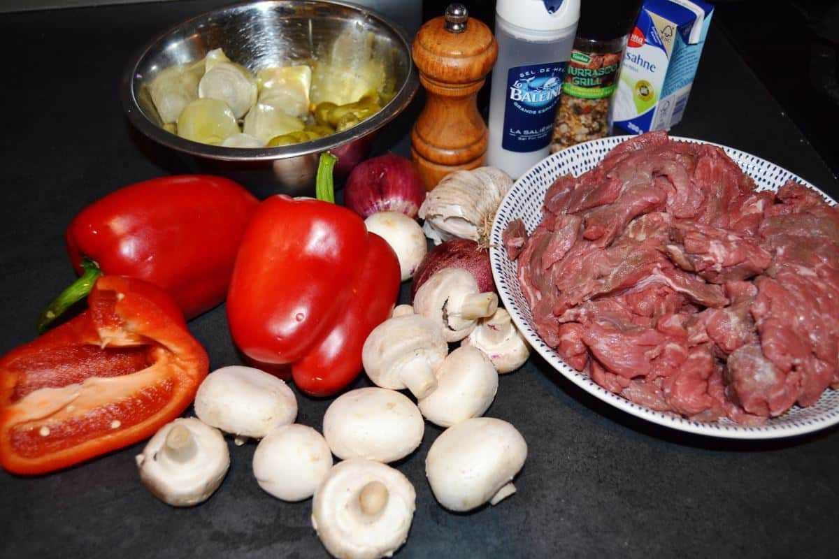 Zutaten rindergeschnetzeltes- mit- paprika- und- artischocken-
