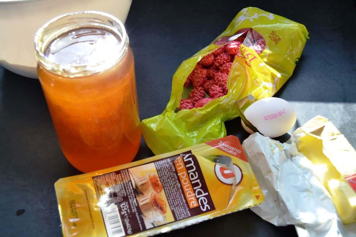 Füllung Honig , Butter , Ei , Mandeln , Praline rose