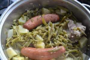 fitzebohnen schnibbelbohnen mit Kartoffeln und Mettwurst