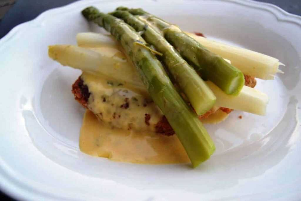 Spargelschnitzel mit Sauce Bearnaise