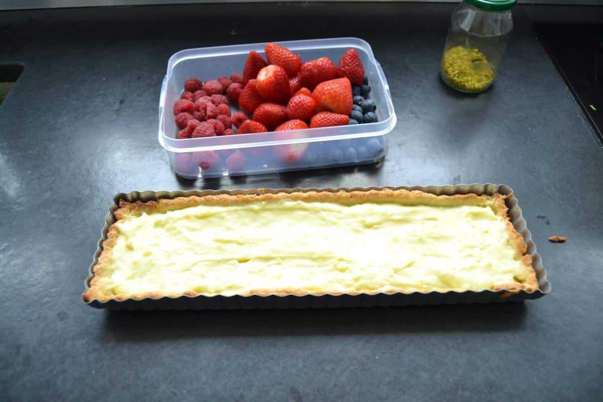Tarte mit Pistazien - Puddingcreme und Beeren