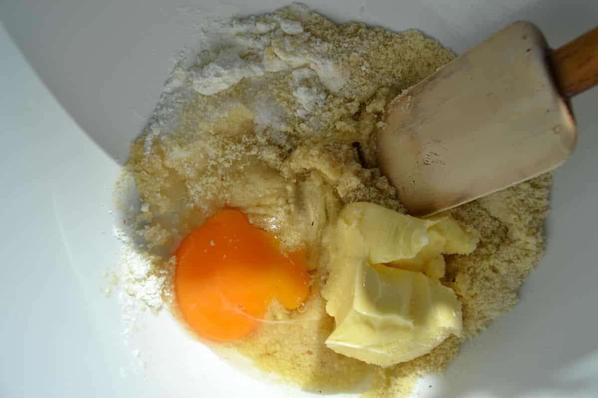 gemahlene Mandel , Eigelb , Butter , Maizena , Puderzucker