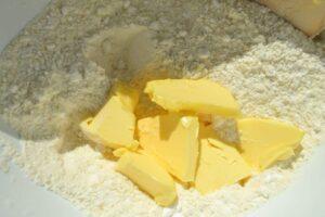 Mehl , Butter , und Zucker