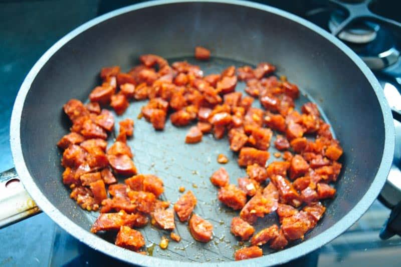 gewürfelte Chorizo Wurst braten