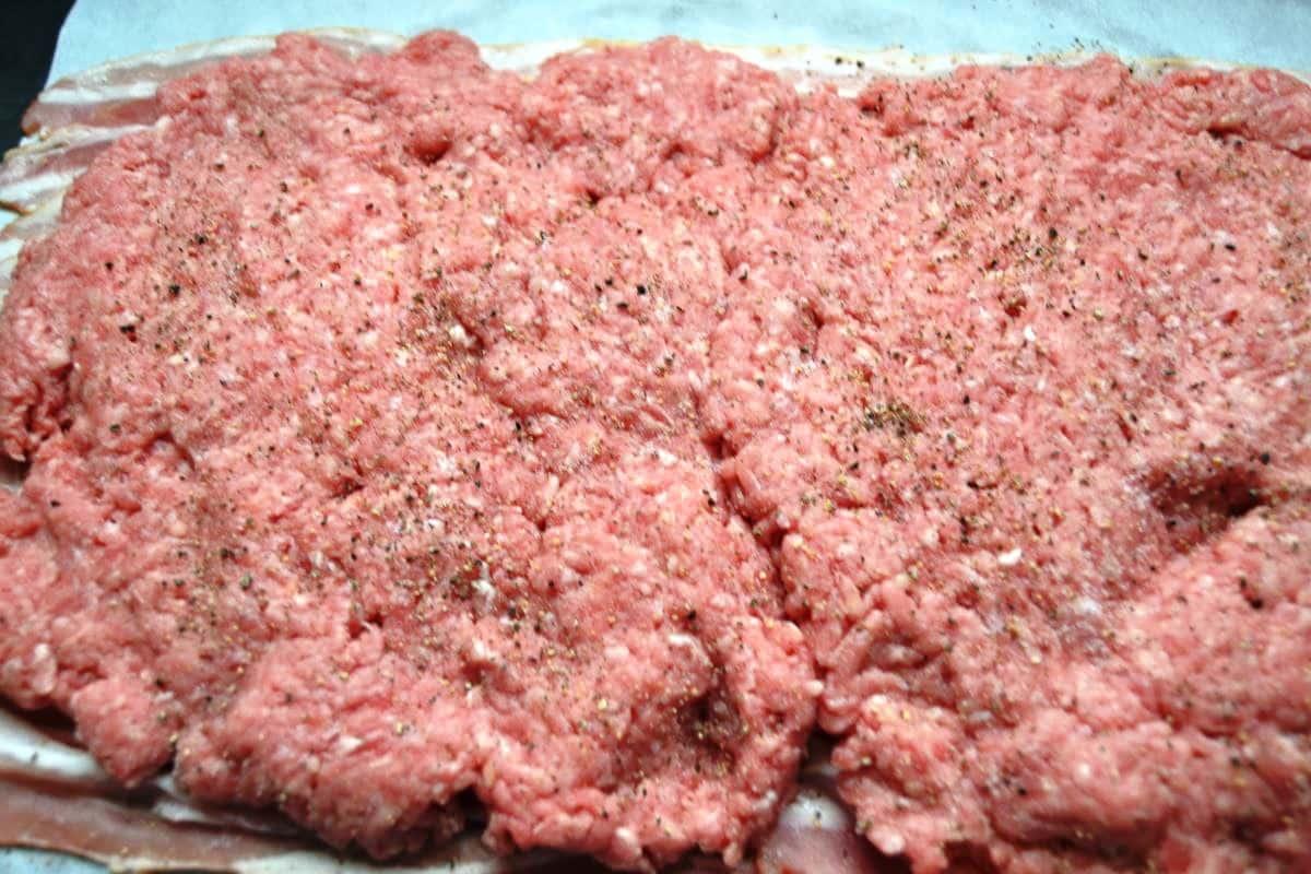 Bacon und Hackfleisch , Salz und Pfeffer