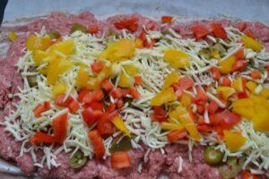Bacon und Hackfleisch ,Jalapenos ,Käse , Paprika