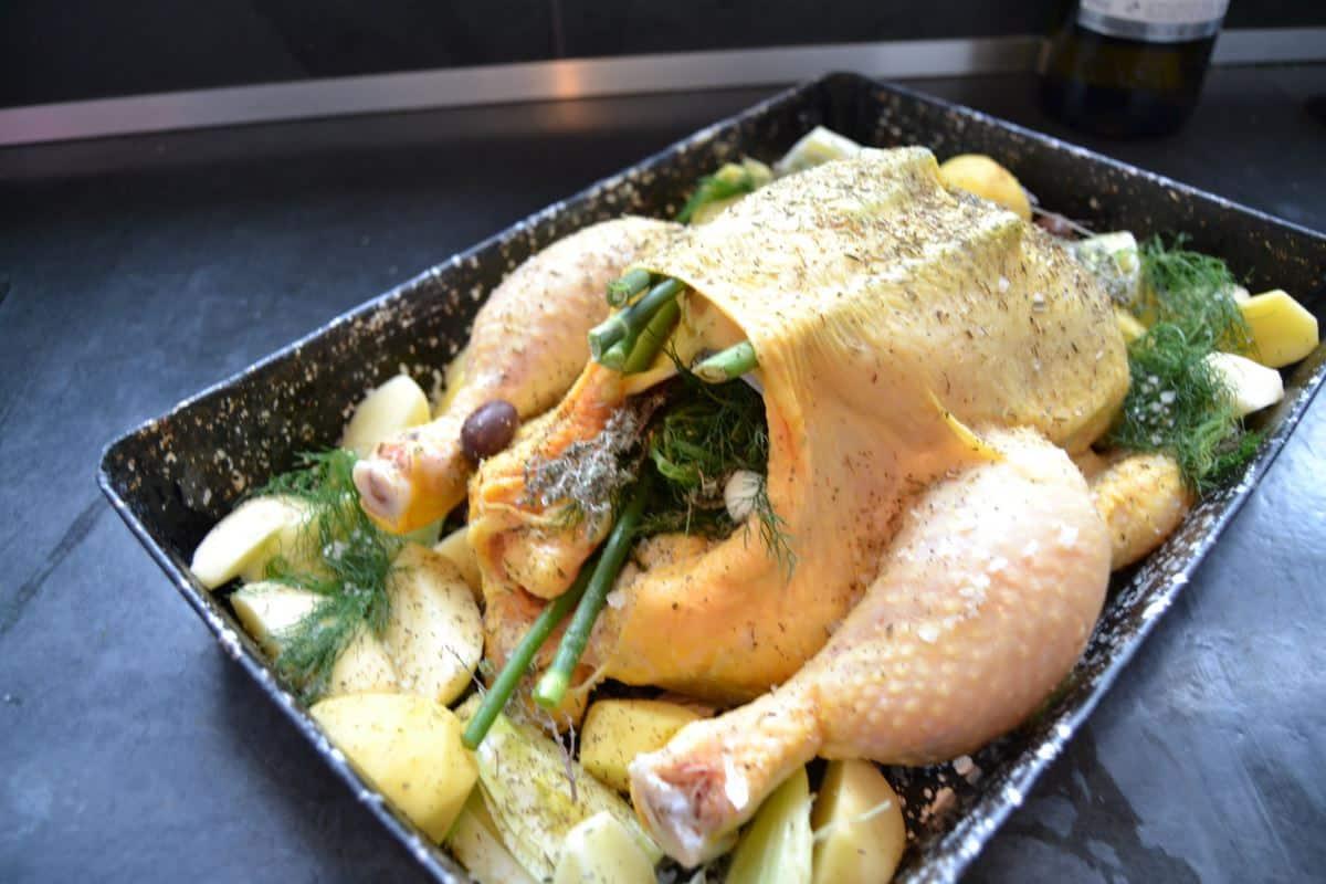 Hähnchen , Kartoffeln, wilder Fenchel , Oliven