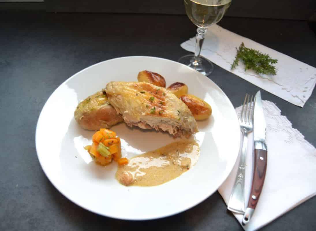 saftiges Perlhuhn mit Kartoffeln im Ofen gegart