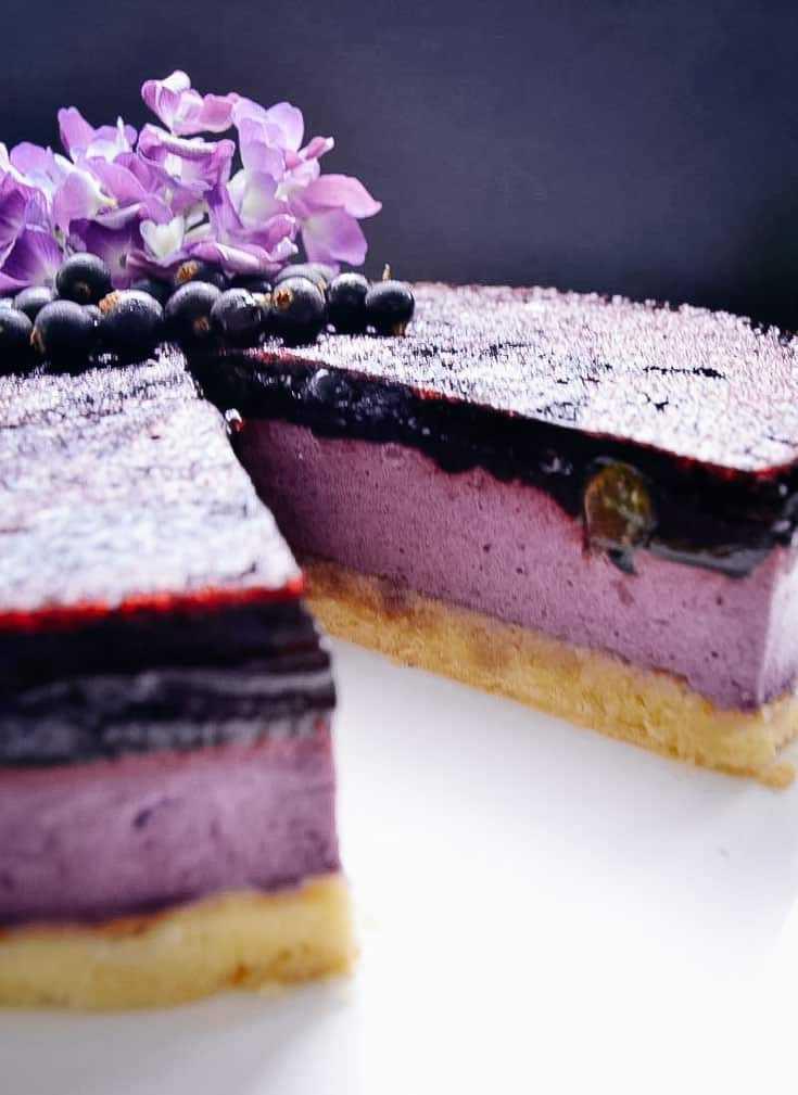 Cassis Torte mit Fruchtspiegel