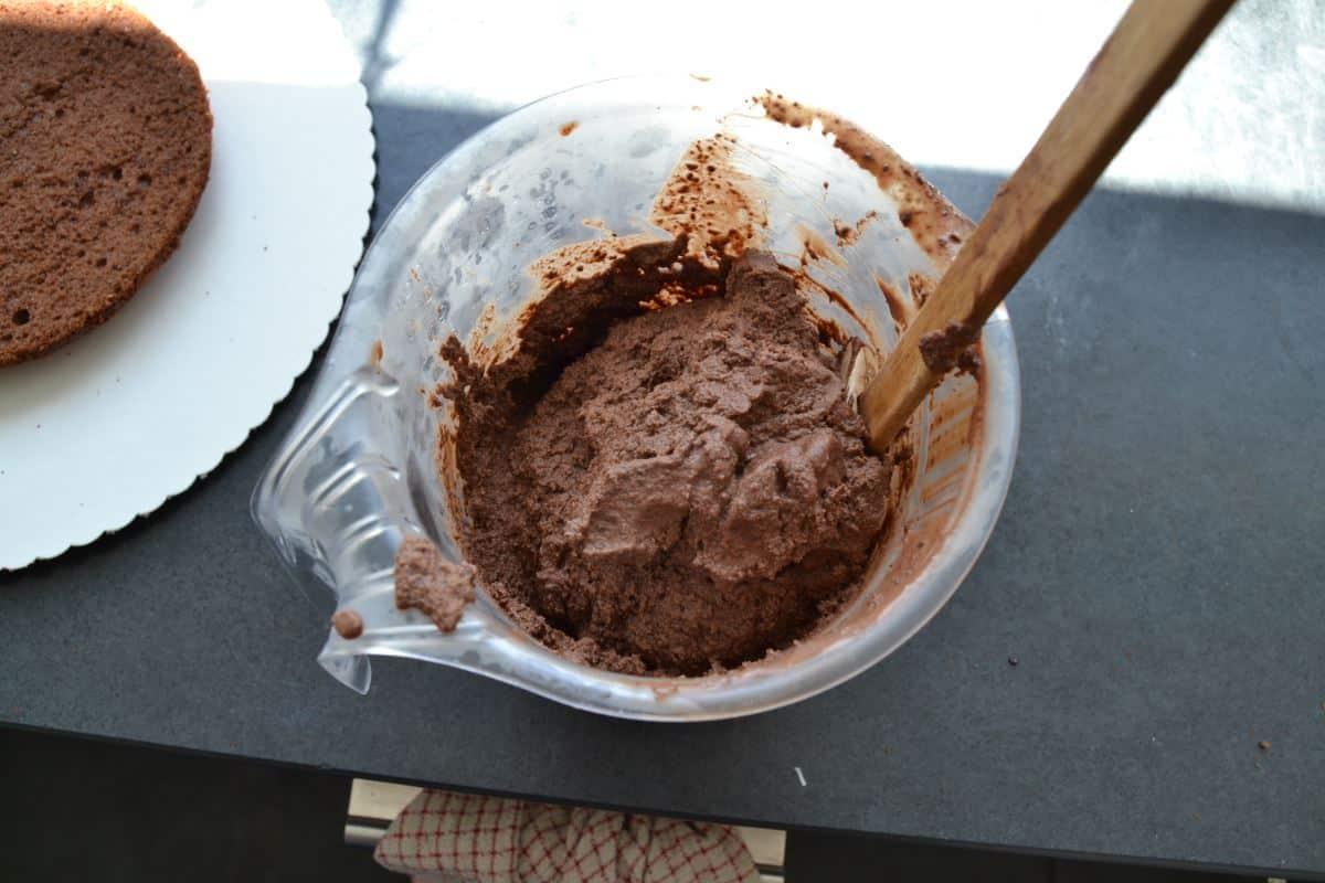 Schokoladen-Sahne schlagen