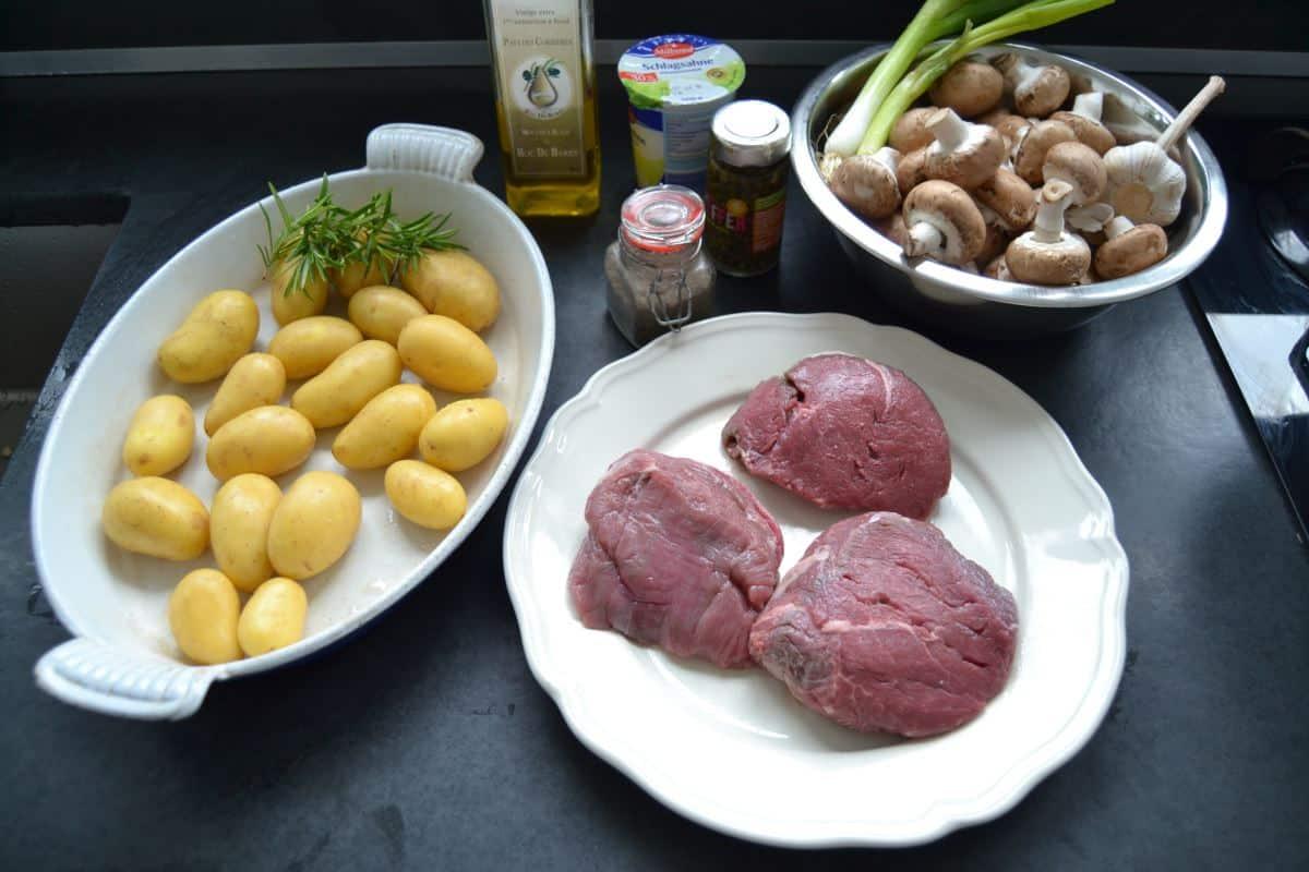 Rinderfilet,Kartoffeln , Pilze,Sahne , grüner Pfeffer , Olivenöl , Salz