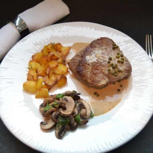 Rinderfilet mit Pfeffer Metaxasauce ,Bratkartoffeln und Pilzen