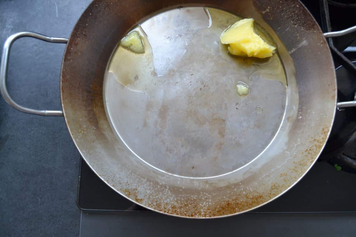 Butterschmalz in Eisenpfanne