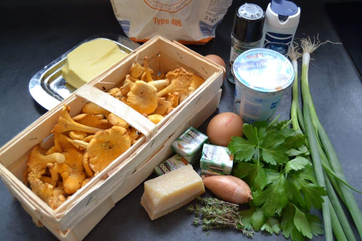Pfifferlinge , Creme fraiche ,Petersilie , Schalotte , Ei , Parmesan