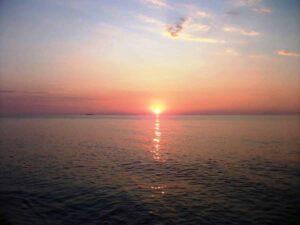 Sonnenuntergang im Meer in Tropea