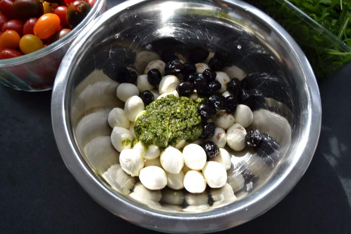 Mozzarella , Pesto ,Oliven