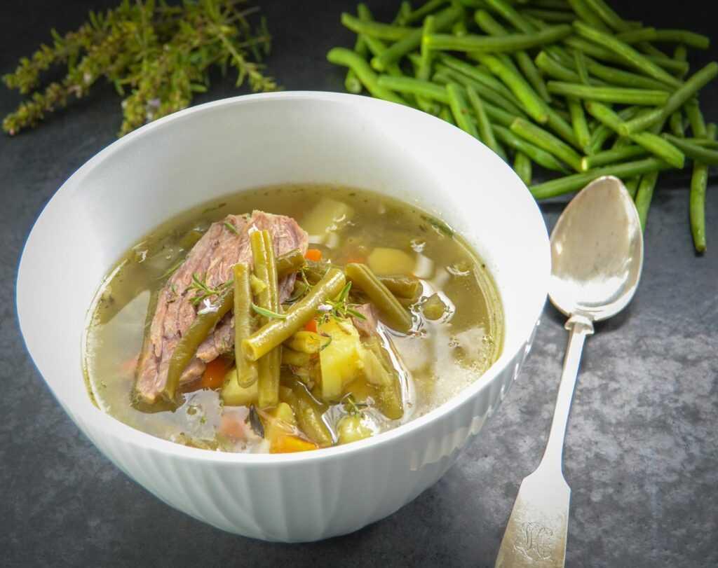 westfälische grüne Bohnensuppe mit Rindfleisch