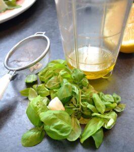 Basilikum Blätter , Zitrone , Olivenöl , Knoblauch