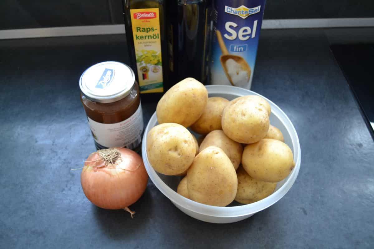 Kartoffeln , Zwiebel , Öl , Salz , Rinderbrühe