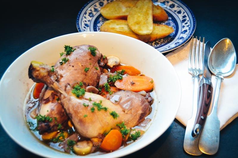 Coq au Vin Rezept französisches Huhn in Rotwein