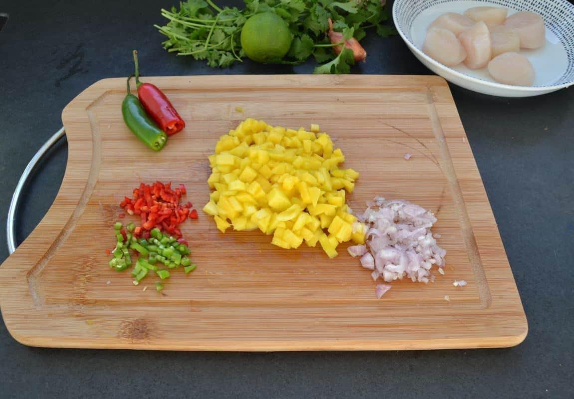 Mango,Chili und Schalotte gewürfelt