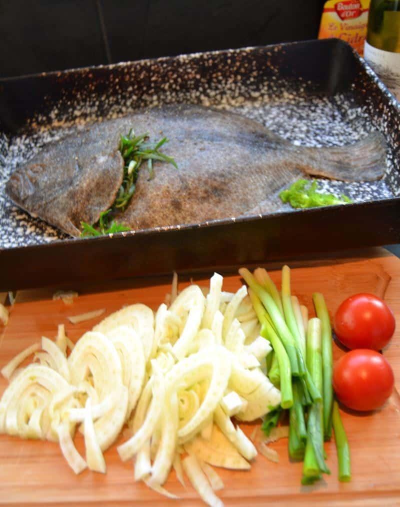 Steinbutt mit Estragon gefüllt Fenchel Lauch und Tomate