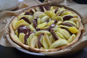 Tarte mit Blutwurst , Apfel und Kartoffelscheiben