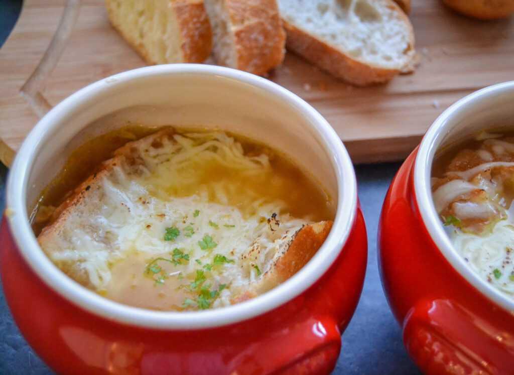 Original französische Zwiebelsuppe Rezept einfach