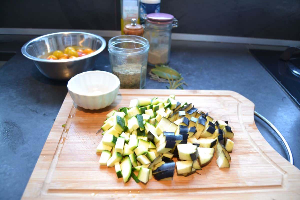 gewürfelte Zucchini und Aubergine