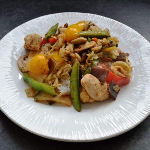 Wok Gemüse mit Hähnchen und Reis