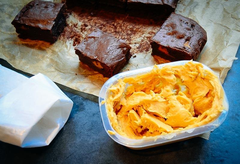 Brownies und Dulce de leche Creme