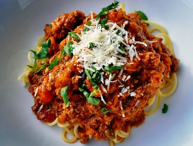 Spaghetti Bolognese Rezept mit Parmesan