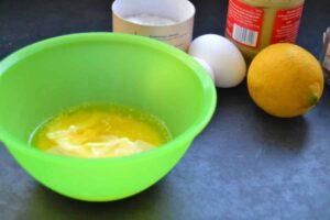 Eier, Salz, Butter , Zitrone, Senf