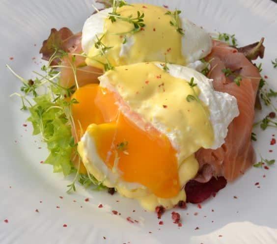 eggs benedict eggs hemingway mit geräuchertem Lachs