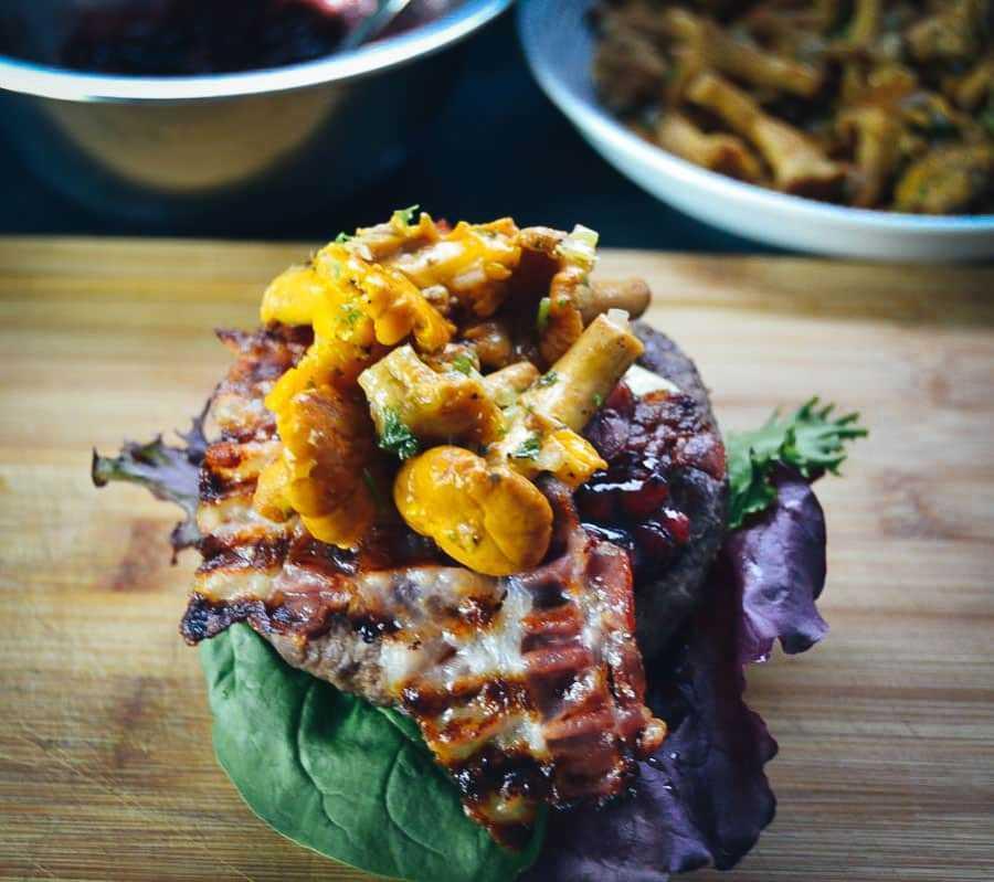 Burger Rezept mit Hirsch und Pfifferlingen